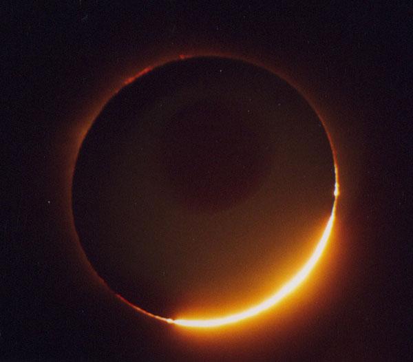 Eclipse solar visto desde la Tierra