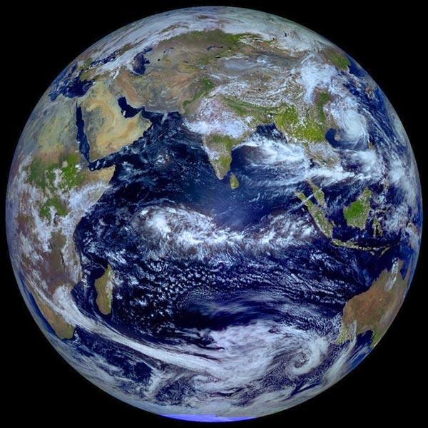El planeta Tierra (foto del satélite ruso Elektro-L, 22/09/2013)