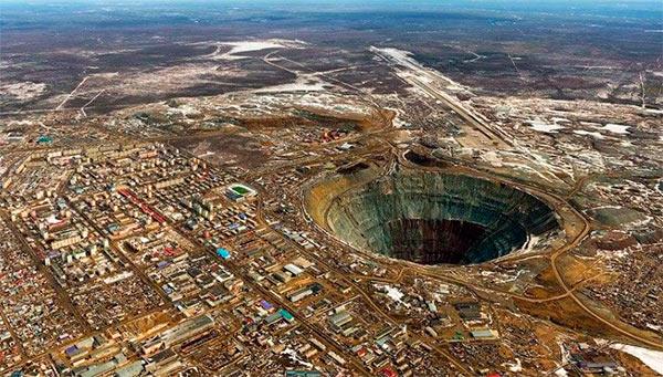 Mina de Mir (Mirny): foto aérea de la mina y la ciudad