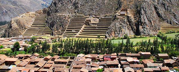 Ollantaytambo: poblado y andenes