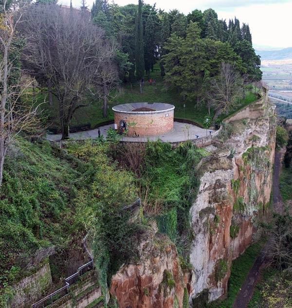 Pozo de San Patricio: entrada