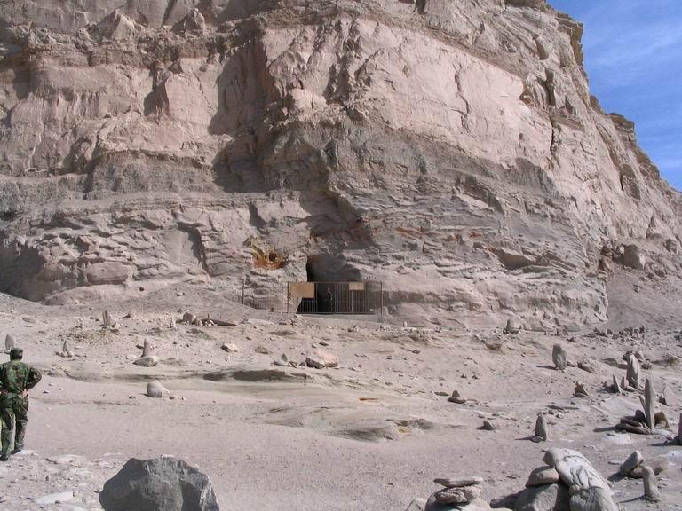 Tuberías de Baigong: entrada a la cueva